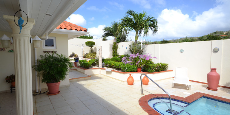 9rooi-kochi-terrace-&-pool
